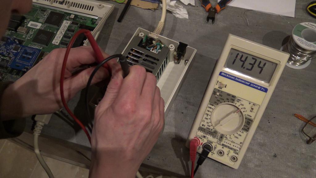 ension de 12 volts en sortie de l'alimentation