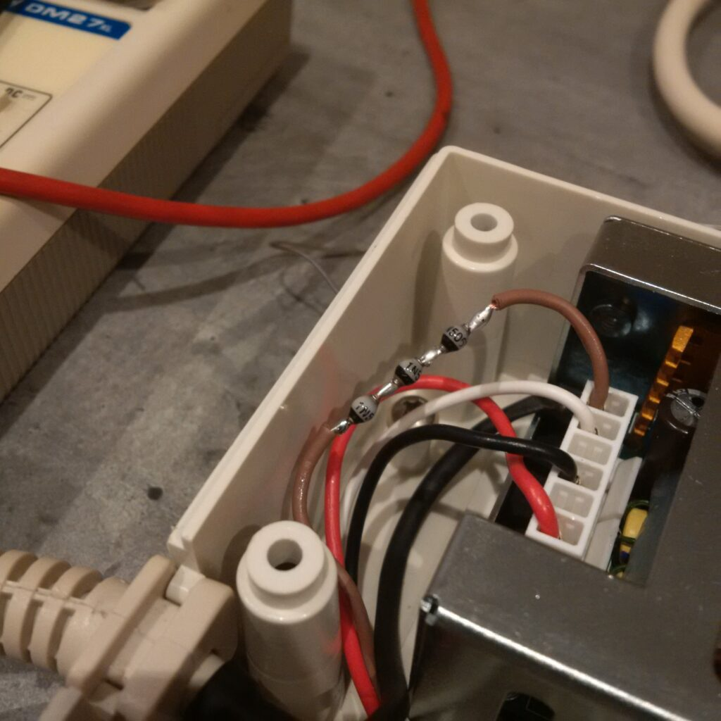 Ajout de 3 diodes en série sur le 12 volts