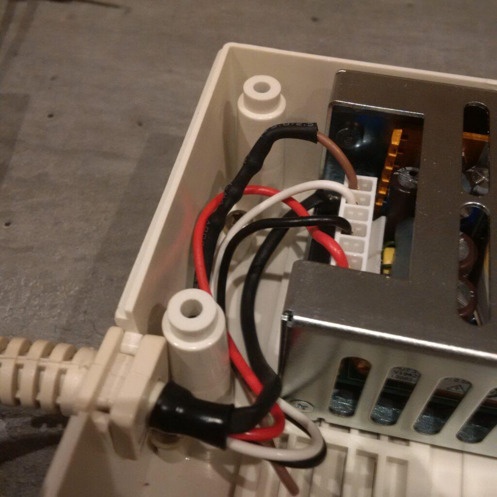 Ajout de 3 diodes en série sur le 12 volts avec protection